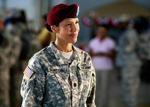 Wendy_Davis_as_Army_Wives_Lt_Col_Joan_Burton